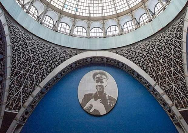Десятиметровое панно с портретом Юрия Гагарина вернули на ВДНХ