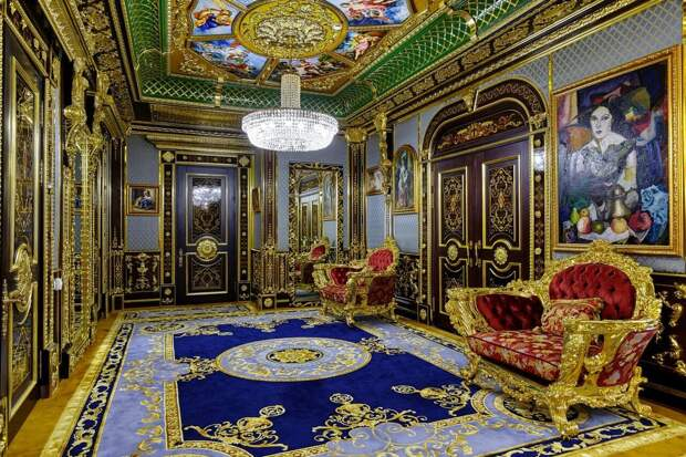 Найден жутко красивый отель в Сочи. Богатство этих интерьеров переливается через экран