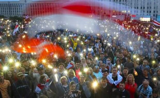 На фото: в Минске продолжаются протесты против итогов президентских выборов в Белоруссии