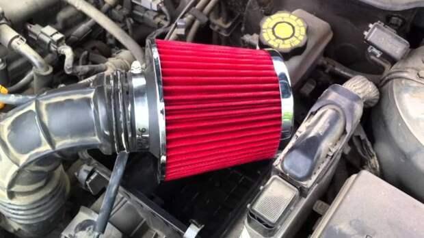 Спортивный фильтр пропускает больше воздуха, благодаря чему мотор работает лучше. | Фото: carnovato.ru.