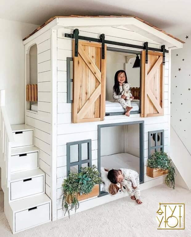 Как Вам такой необычный вариант двухъярусного домика?