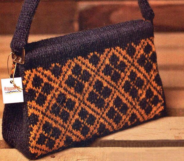 Элегантная дамская сумочка спицами