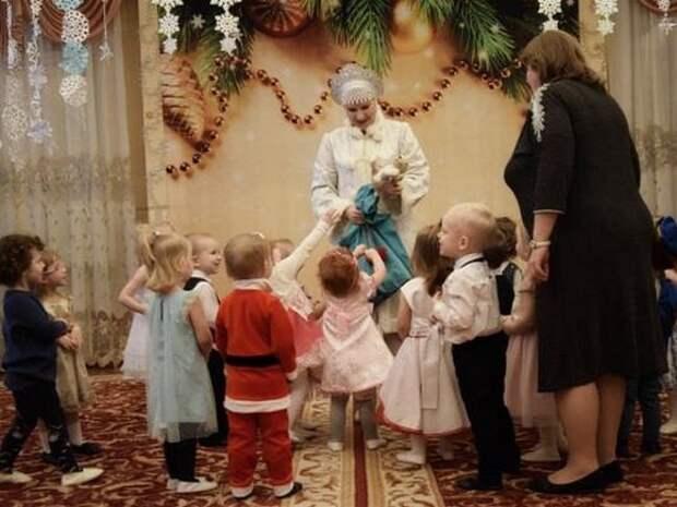 Петербурженка предложила решить проблему очередей в детсады выплатами семьям