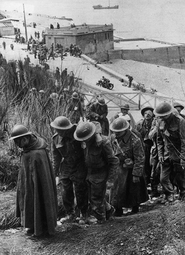 http://upload.wikimedia.org/wikipedia/commons/d/df/British_prisoners_at_Dunkerque%2C_France.jpg?uselang=ru