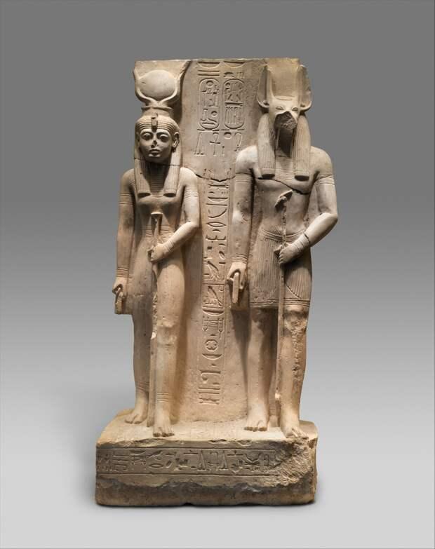 Исида и Упуаут. Статуя эпохи Рамессидов, XIII в. до н.э. (с) Фото — Музей Метрополитен.