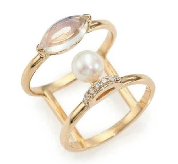 двойное кольцо из желтого золота с бриллиантами и жемчугом