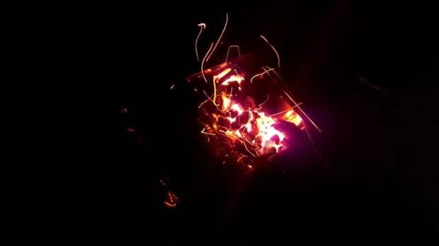 Хитрость для жарки шашлыка: посыпала угли солью, все в восторге от этого способа