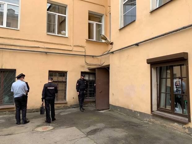 В Петербурге полиция пришла на выставку-аукцион в поддержку политических заключенных