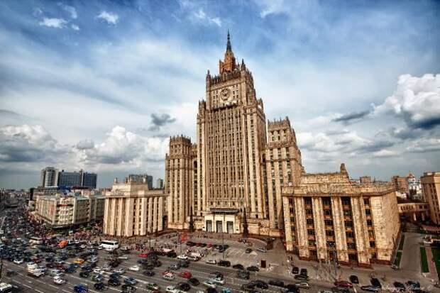 «Хочется плакать»: Захарова эмоционально высказала США свое мнение на обвинения РФ в «варварстве»