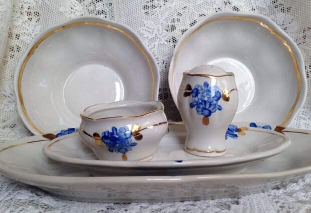 До 60-х годов при производстве посуды в изделия добавляли тяжелые металлы / Фото: cs2.livemaster.ru