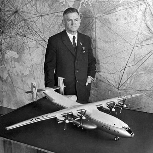олег антонов, макет самолета, самолет ан-22