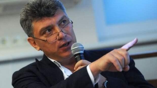 Либералы скатились до некрофилии и пытаются заработать на смерти Немцова
