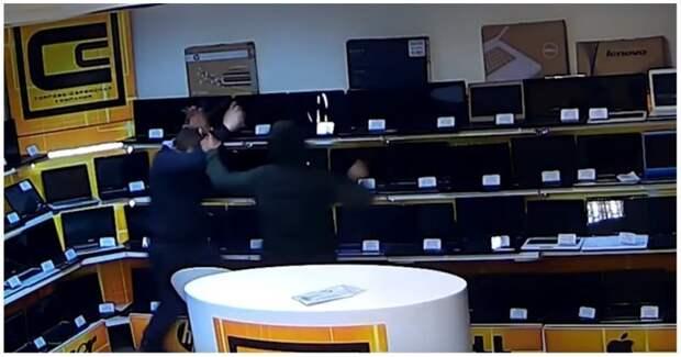 Дерзкое ограбление магазина ноутбуков в Екатеринбурге