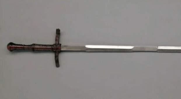 Вот этот меч из Вены. /Фото: Андрей Михальчук.