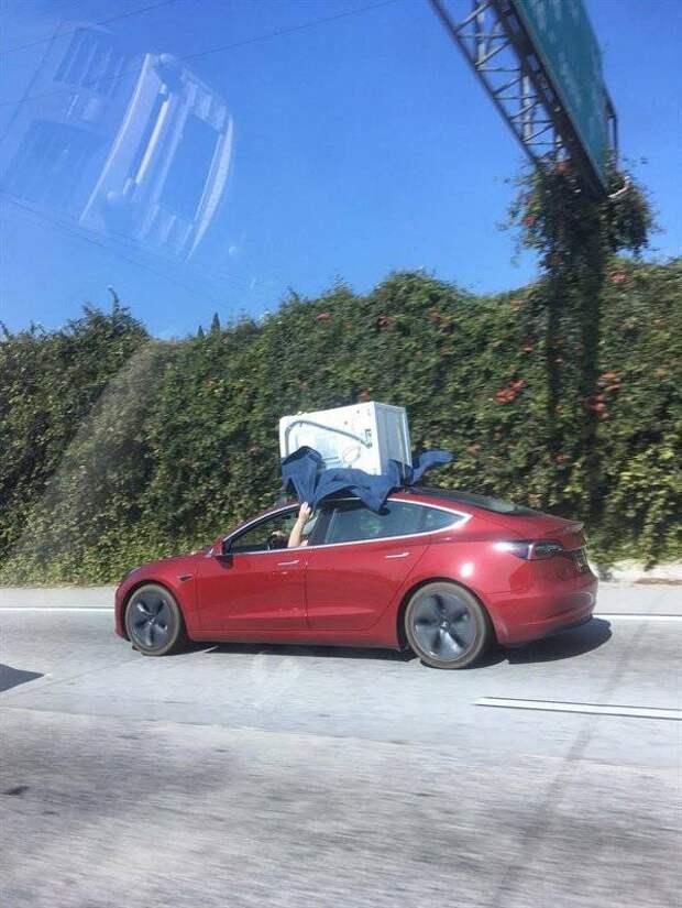 Перевозка стиральной машины на крыше Tesla Model 3