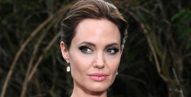 Анджелина Джоли обвиняет Брэда Питта в домашнем насилии
