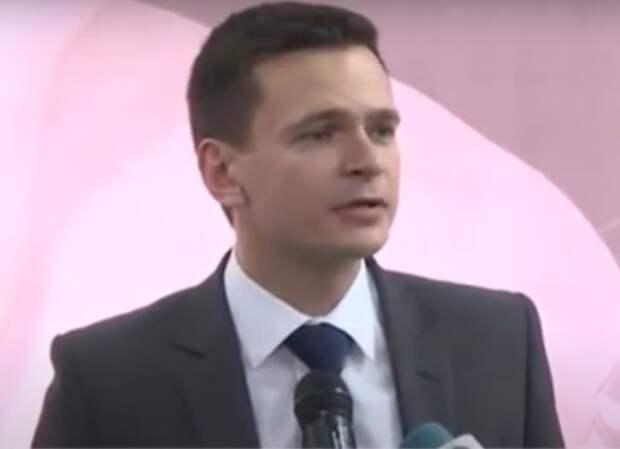 Илья Яшин отказался от поста главы муниципалитета и объяснил отставку давлением прокуратуры