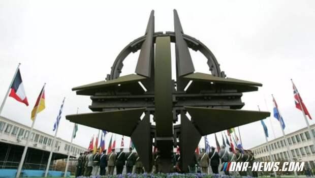 """НАТО пообещала Украине и Грузии помощь в """"противостоянии давлению России"""""""