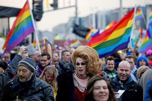 Немецкие ЛГБТ-активисты 9 мая посетят гимназию №1 в Новом Уренгое