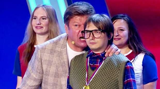 В КВН высмеяли умение Губерниева прославлять любые победы русских — даже на олимпиаде по математике: видео