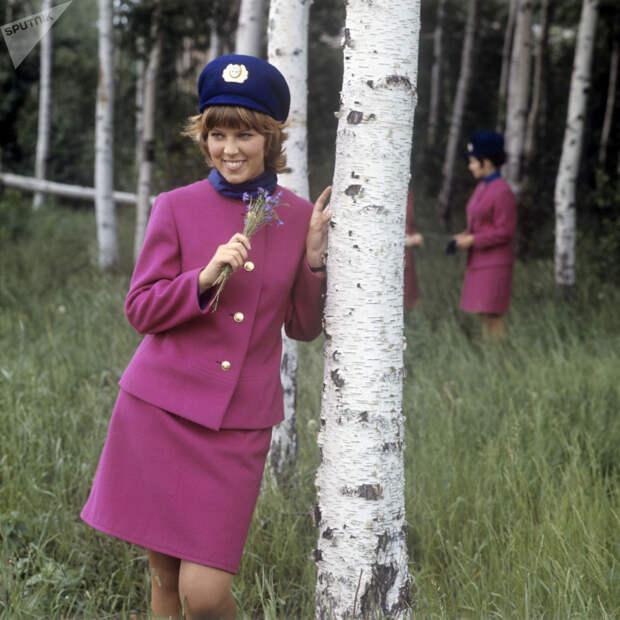 """""""Небесные принцессы"""" — 10 фото советских и российских стюардесс"""