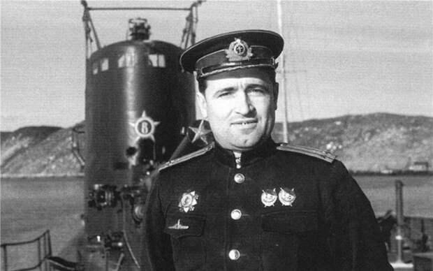 Вы не поверите, но он смог поразить одной торпедой несколько немецких кораблей