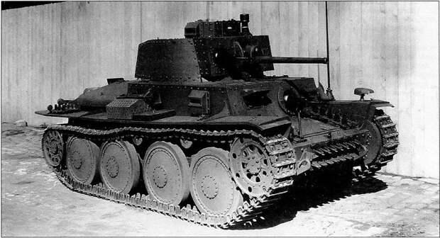 На фото - Pz-38(t) Ausf E (в верху) и Pz-III Ausf F (внизу) военная техника, военное, история, много букв, танки, танки СССР, техника, факты