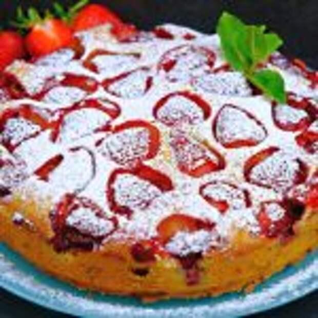 Простой пирог с клубникой! Сочный и безумно вкусный!