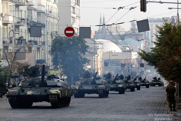 Крещатик перекрыт, скоро в Киеве появятся танки