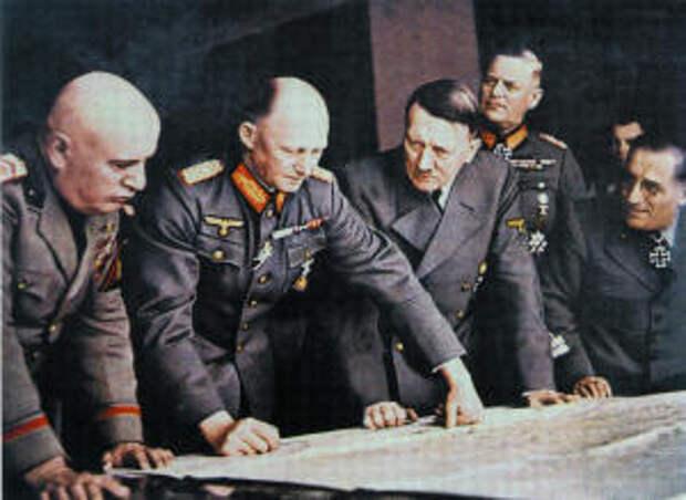 Гитлер и его генералы вместе с Муссолини разрабатывают военные планы