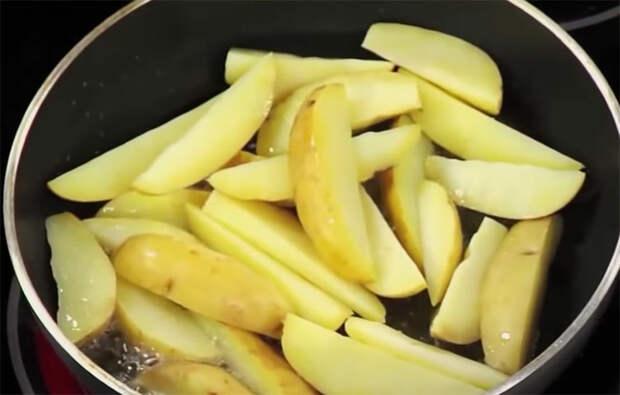 Картошка по-деревенски: сочная внутри и хрустящая снаружи