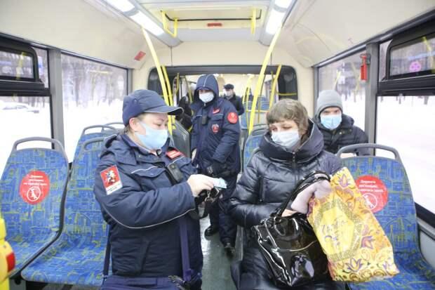 Контролеры отловили нескольких безбилетников в автобусах на Рязанке