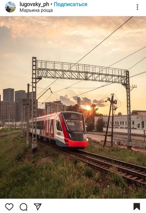 Фото дня: поезд мчит через Марьину рощу
