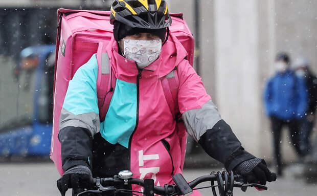 Доставщики еды на самокатах и велосипедах: бизнес без правил?
