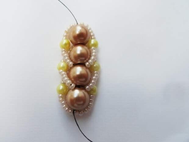 Красивый браслет из бисера и бусин. Фото мастер-класс (16) (520x390, 88Kb)