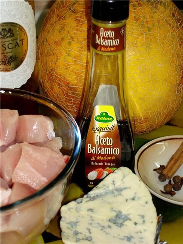Куриное филе с с сыром запеченное в дыне