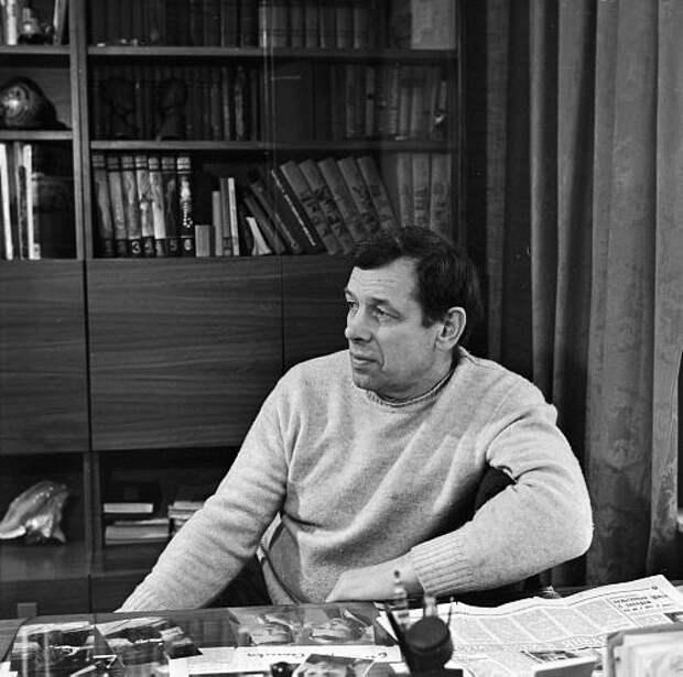 Как менялся великолепный советский актер Георгий Жжёнов с течением времени.