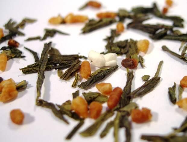 Loose_leaf_genmaicha_tea.jpg