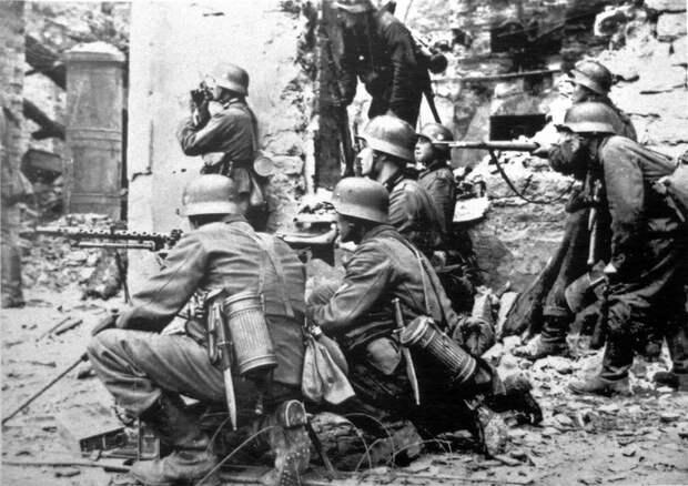 Что немецкие солдаты носили с собой в алюминиевых цилиндрах