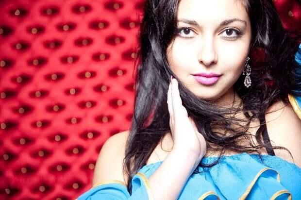 цыганская девушка Аделина Плахотная фото