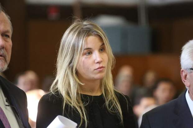 Племянница Байдена избежала срока за ДТП под наркотиками