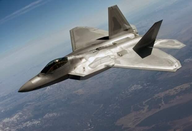 Кувалда против скальпеля: истребитель МиГ-21 сравнили с F-22