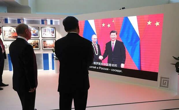 Как сговорились: Почему западные эксперты по России делают из нашей страны новую империю зла