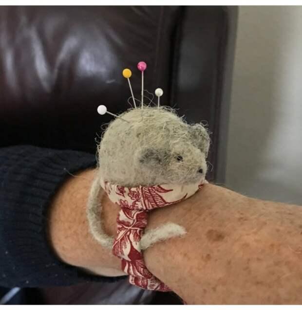 Мышь игольница на руку