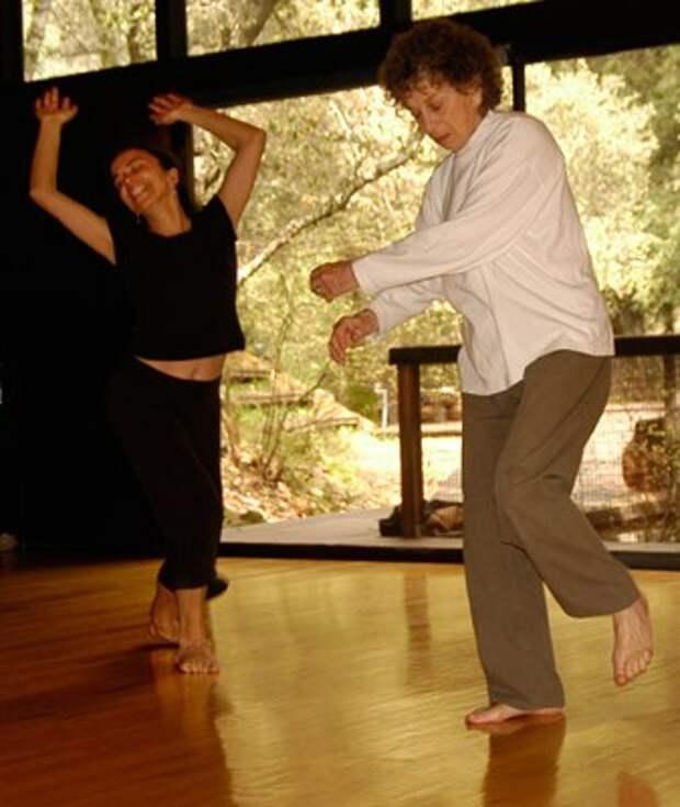 Анна Халприн (95 лет), танцующая с Богом.