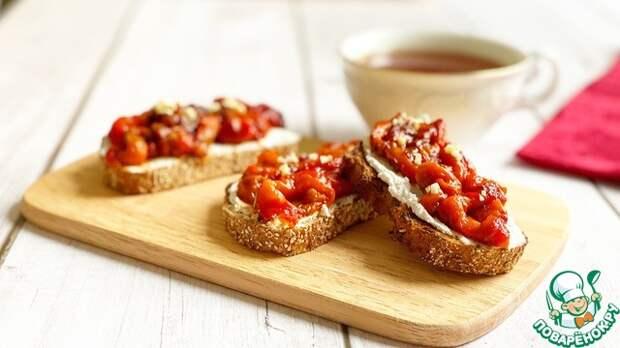 Брускетта с запеченным перцем и творожным сыром-наслаждение в каждом кусочке