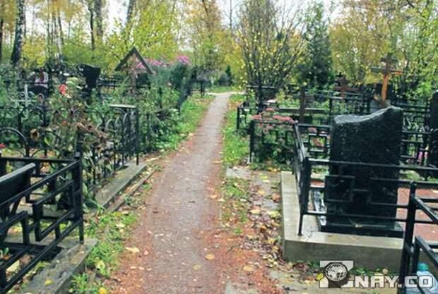 Когда можно и когда нельзя ходить на кладбище, приметы