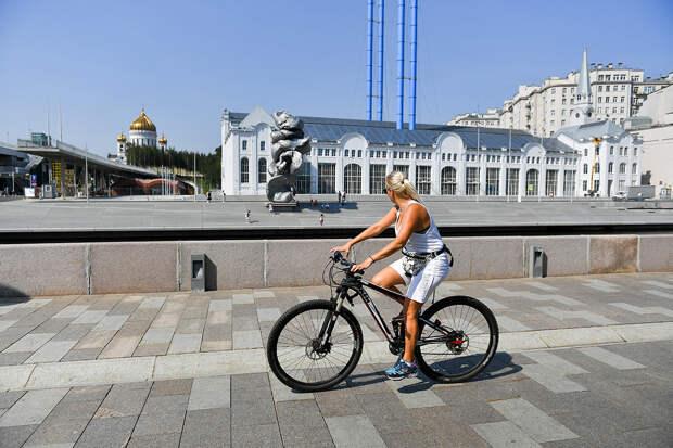 За что москвичи возненавидели скульптуру в виде большого куска глины?