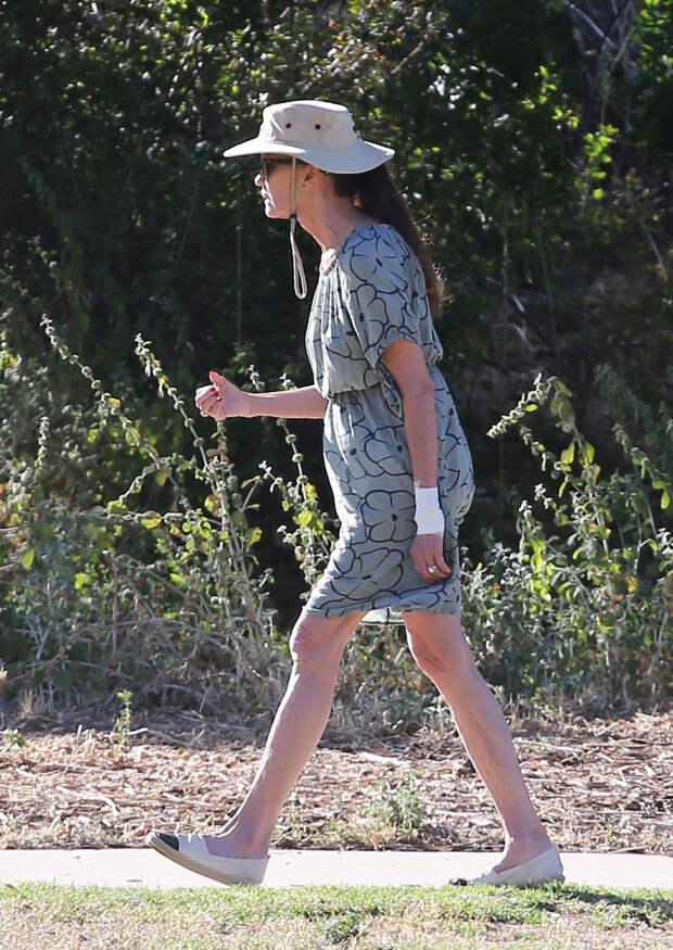 Страшный сон: Эшли Робертс надела платье, которое лучше обходить стороной