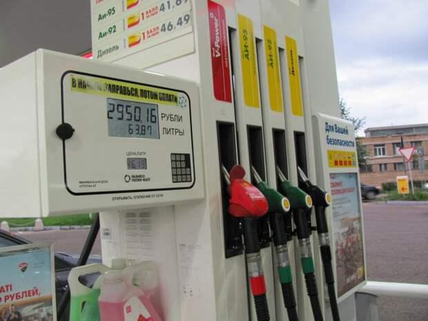 По каким причинам цены на топливо на заправках различаются даже у одной сети